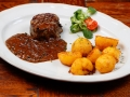 Stek wołowy w sosie pieprzowym. Dodatki i surówki do wyboru.